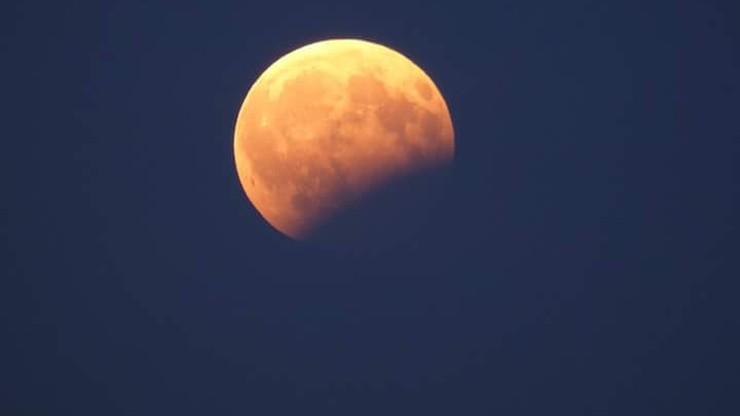 Częściowe zaćmienie Księżyca widziane z Krakowa