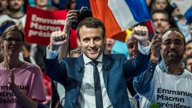Francja: faworyt wyborów prezydenckich dementuje pogłoski o swoim podwójnym życiu i homoseksualizmie