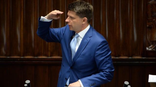 Petru: Rząd idzie na konfrontację z UE, by prezes PiS nie musiał kapitulować