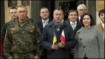 Ukraińscy dyplomaci śpiewają polski hymn