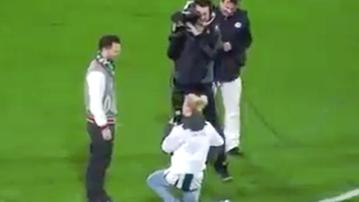 2015-12-02 Odrzucone oświadczyny (kobiety) na meczu piłkarskim (WIDEO)