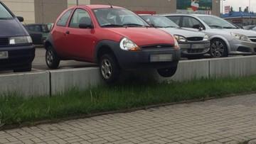 20-05-2016 13:13 Zawiesiła auto na krawężniku i poszła kupić więcej alkoholu