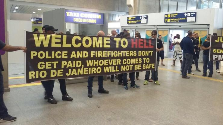 """""""Witajcie w piekle"""". Tak turystów w Rio wita brazylijska policja"""