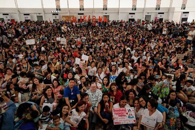 500 kobiet karmiło piersią na ulicach Filipin