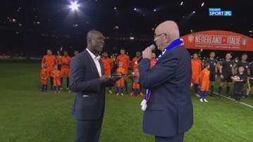 2017-03-29 Seedorf został uhonorowany, odśpiewał hymn z reprezentacją Holandii (WIDEO)