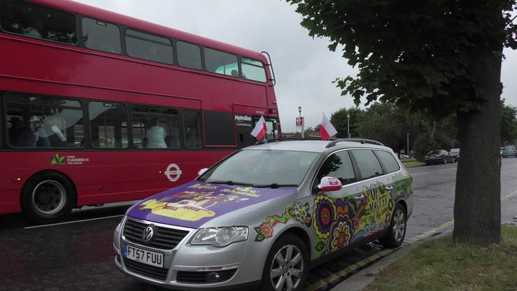 Polacy w Londynie kibicują drużynie narodowej. Robią to tak, aby każdy Anglik wiedział, o co chodzi!