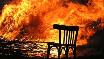 Urządził awanturę i podpalił dywan. Z domu ewakuowano 12 osób