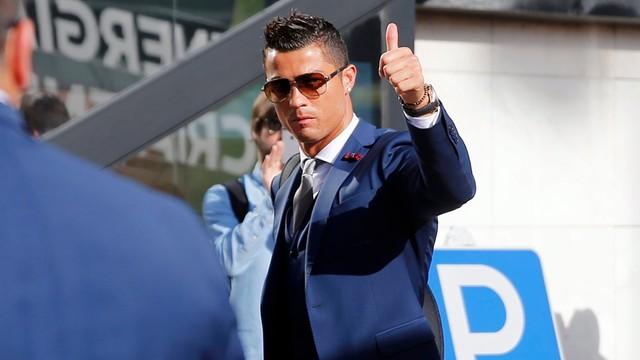 Ronaldo najlepiej zarabiającym piłkarzem według France Football