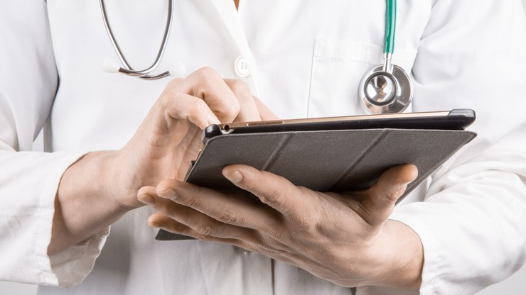 """""""Umowy lojalnościowe"""" i lekarze spoza UE - resort zdrowia zapowiada zmiany w prawie"""