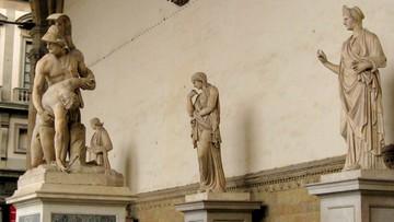 09-08-2016 08:37 9-latek porysował zabytkową rzeźbę. Sprawę bada prokuratura