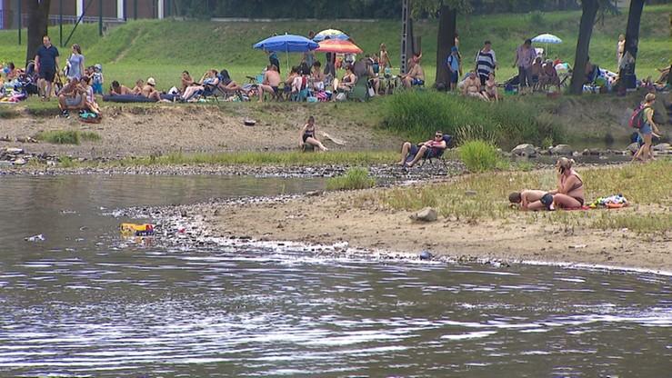 Mężczyzna utonął w jeziorze. Jego synów uratowali plażowicze