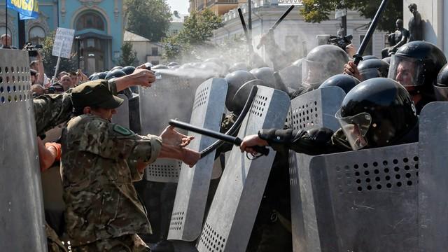 Ukraina: Ofiary śmiertelne i ok. 100 rannych po wybuchu przed parlamentem