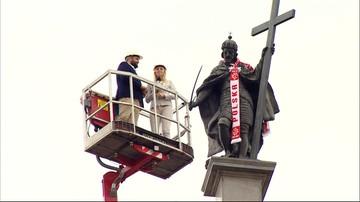 28-06-2016 10:15 Król Zygmunt kibicuje biało-czerwonym. Ma szalik w polskich barwach