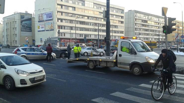 Kolizja na skrzyżowaniu ulic Grójeckiej i Kopińskiej w Warszawie (wideo)