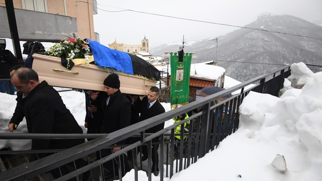 Włochy: Lawina w Abruzji: 23 ofiary, trwają poszukiwania 6 zaginionych