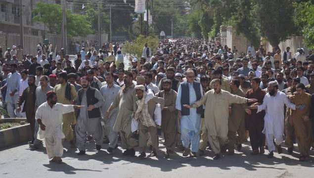 Pakistan: setki Pasztunów demonstrują po napadzie na autobusy