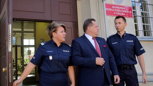 Wiceszef MSWiA odwiedził policjantów pobitych przez wojskowych