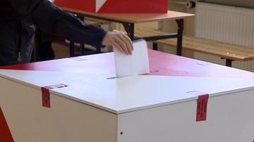 10-02-2016 11:37 CBOS: Polacy coraz bardziej prodemokratyczni