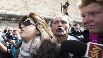 06-04-2016 12:51 Pikieta obrońców wolności słowa pod murami Watykanu. Proces ws. Vatilekas wznowiony