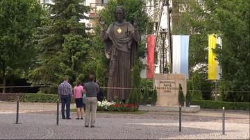 """03-06-2016 21:46 W Poznaniu poświęcono figurę Chrystusa. Zdaniem władz miasta to """"samowola budowlana"""""""