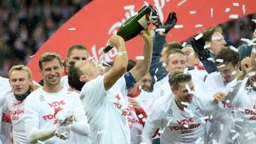 2015-10-23 Policja wszczęła śledztwo przeciwko Lewandowskiemu, bo pił szampana po meczu z Irlandią