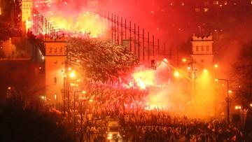 """11-11-2017 15:20 Warszawa: marsz pod hasłem """"My chcemy Boga"""". Uczestnicy skandowali: raz sierpem, raz młotem czerwoną hołotę"""