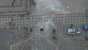 """Mężczyzna podpalił się przed Pałacem Kultury. Mają moją krew na swoich rękach"""""""
