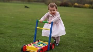 02-05-2016 06:30 Księżniczka Charlotte kończy rok. Rodzina królewska opublikowała zdjęcia