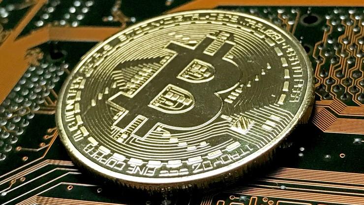 Załamanie Bitcoina. W ciągu czterech dni jego wartość spadła o prawie 50 proc.