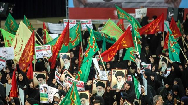 Iran: demonstracje poparcia dla rządu - przeciwko wrogom Iranu