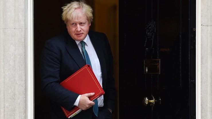 """""""Jeśli Rosja będzie nadal podążać tą drogą, może stać się pariasem"""" - szef brytyjskiego MSZ ostro o bombardowaniach w Syrii"""