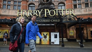 """03-08-2016 16:41 """"Harry Potter i przeklęte dziecko"""" najlepiej sprzedającą się od 10 lat książką w Wielkiej Brytanii"""