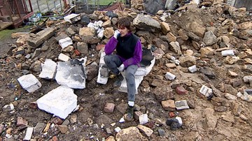 14-04-2017 13:46 By zapewnić dzieciom byt, została drwalem. Właśnie spłonął jej dom
