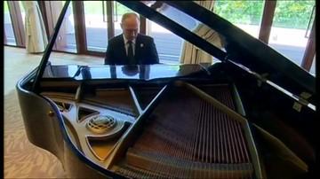 Czekając na prezydenta Chin, Putin zagrał na fortepianie