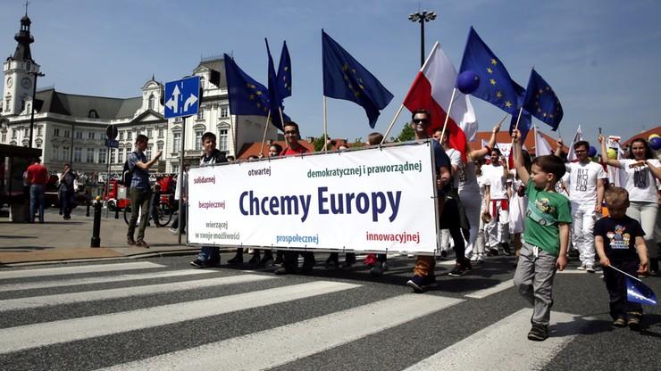 """""""Jesteśmy w Unii, jesteśmy dumni"""". Ulicami stolicy przeszła Parada Schumana"""