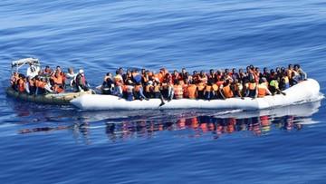 30-07-2016 07:55 W ciągu jednego dnia uratowali 4 tys. migrantów. Akcja włoskiej straży przybrzeżnej i marynarki wojennej