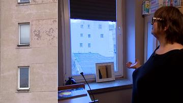 Urzędnicy z Wrocławia pozwolili zamurować jedyne okno w pokoju. By deweloper postawił obok budynek