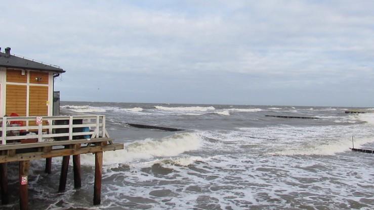 Orkan szaleje nad morzem. Kilka tysięcy odbiorców bez prądu
