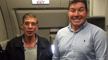 """30-03-2016 08:22 Zrobił sobie zdjęcie z porywaczem samolotu. """"Zrozumiałem, że nie mam nic do stracenia"""""""