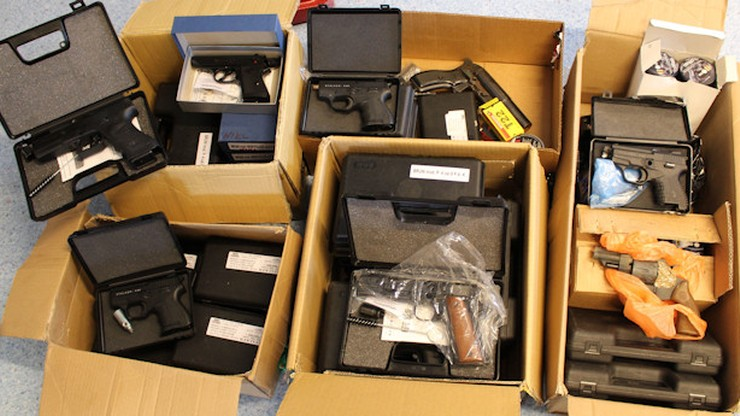Największy arsenał nielegalnej broni w kraju. Policja zatrzymała handlarza
