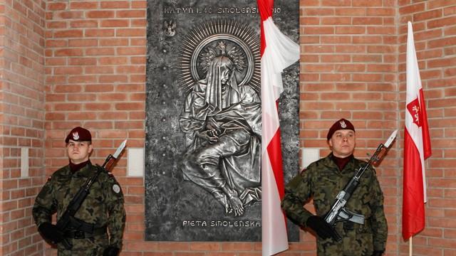 Kraków: odsłonięto płaskorzeźbę Piety Smoleńskiej