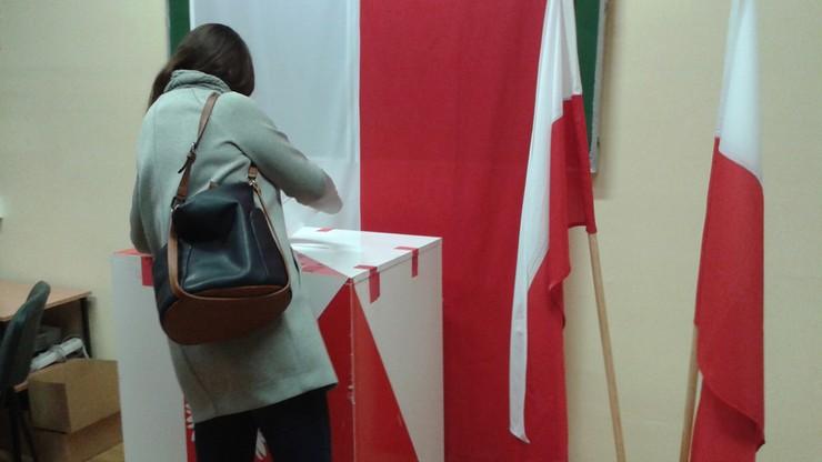 Głosowanie w Obwodowej Komisji Wyborczej nr 638 w Ursusie