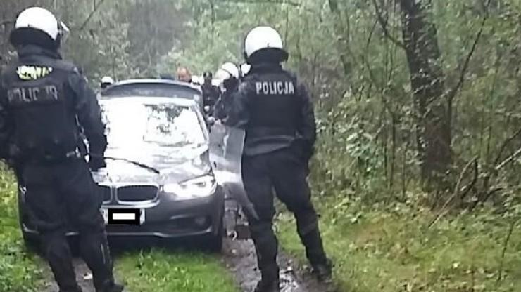 Pseudokibice napadli na policjantów. Padły strzały ostrzegawcze