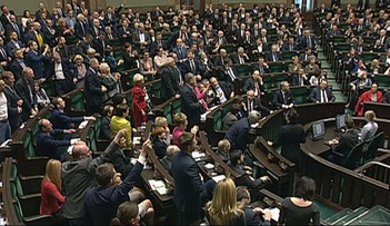 Zamieszanie w Sejmie. Posłanka Zwiercan zagłosowała za Morawieckiego. Kukiz: jeśli to prawda - powinna stracić mandat