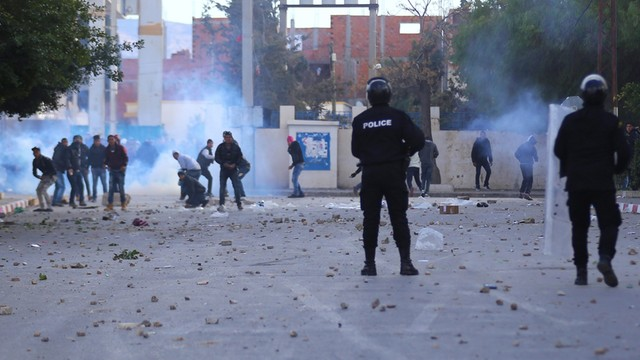 Protesty w Tunezji - demonstranci starli się z policją