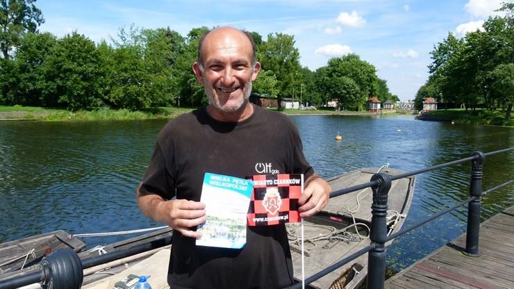 """Słynny francuski żeglarz płynie na Festiwal Wisły. W Polsce spotkało go kilka przykrych """"niespodzianek"""""""