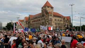 29-06-2016 21:13 Prezydent Poznania: decyzja MON podgrzała emocje na uroczystości. Resort: to próba dzielenia Polaków