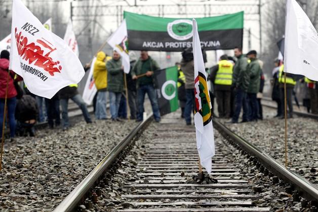 Związkowcy zablokowali tory w Katowicach