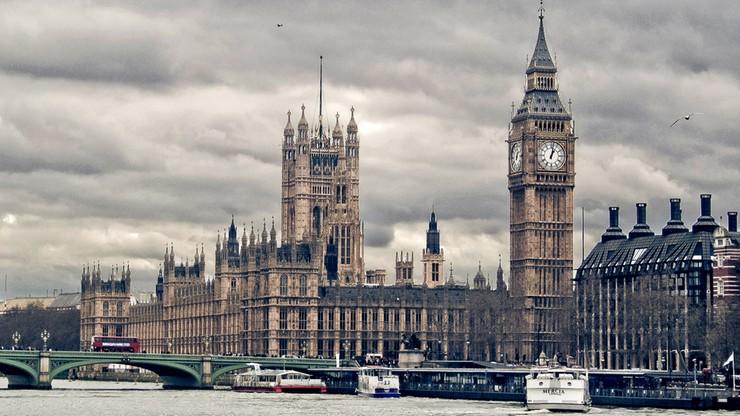 Wielka Brytania: przed parlamentem aresztowano mężczyznę z nożem
