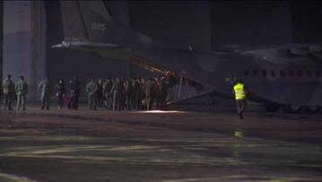 23-11-2015 22:55 Polacy ewakuowani ze wschodniej Ukrainy wylądowali na wojskowym lotnisku w Królewie Malborskim
